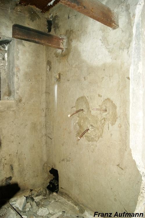 Zdjęcie 14. Ściana boczna pomieszczenia socjalnego - WC