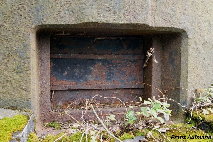 Fot.12. Strzelnica kopuły obserwacyjno-bojowej GFM 1929 typ A przykryta składaną blendą.