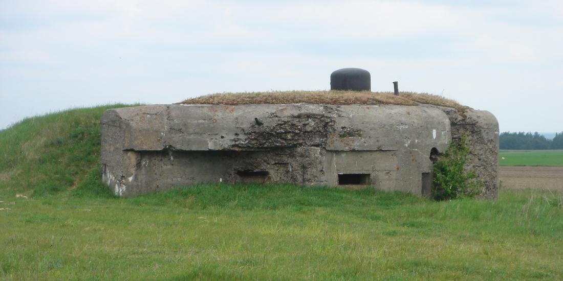 Fot. 5. Schron broni maszynowej do ognia dwubocznego z kopułą obserwacyjno-bojową z Nowogrodu nad Narwią.