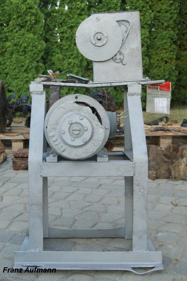 Fot. 03. Widok podstawy konstrukcji spawanej, wykonanej z równoramiennych kątowników 50x50x4 mm dla prądnicy i wentylatora.