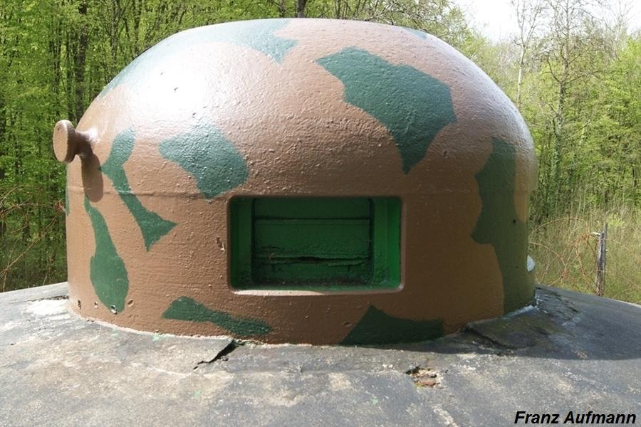 Fot. 22. Przykład farbomaskowania. Kopuła GFM jednego z bloków bojowech małej grupy warownej Bois de Boss.