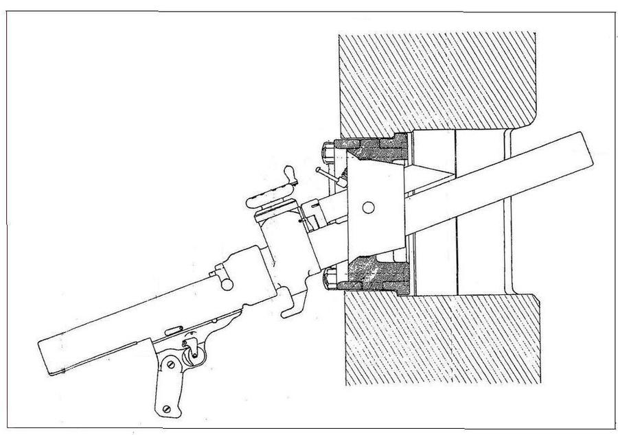 Rys. 4. Widok 50 mm moździerza model 1935 w strzel-nicy kopuły obserwacyjno – bojowej model 1929 typ A.