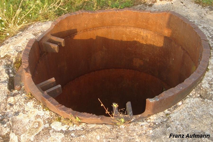 Fot. 03. Widok obciętek kopuły przewoźnej w schronie pozorno-bojowym w Nowogrodzie nad Narwią.