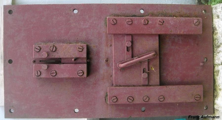 Fot. 03. Płyta stalowa ze strzelnicą 422P01.