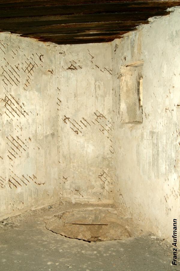 Fot. 06. Izba ze strzelnicą zewnętrzną obrony wejścia i zapola.
