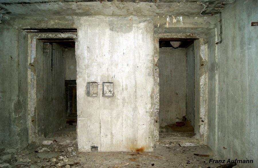 Fot. 11. Dwa otwory wejściowe do pomieszczenia z wyjściem ewakuacyjnym i do latryny.