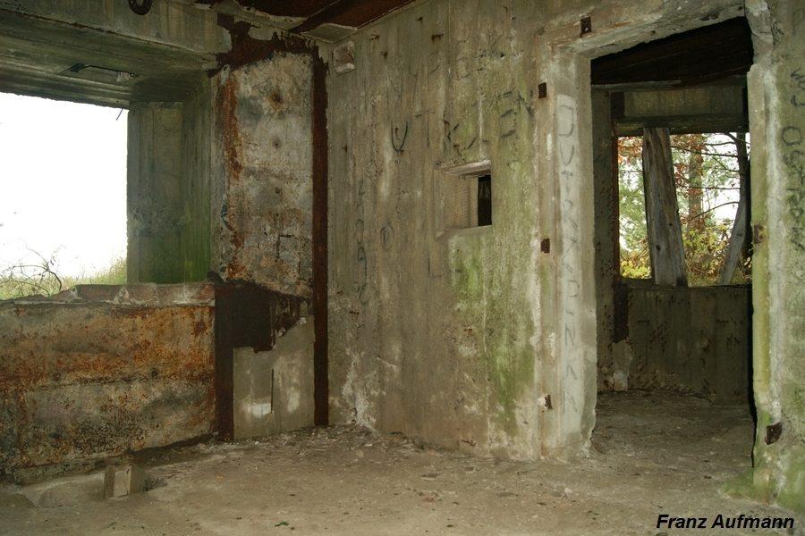 Fot. 08. Widok środkowej izby bojowej. Po prawej stronie wejście do kolejnej izby bojowej.