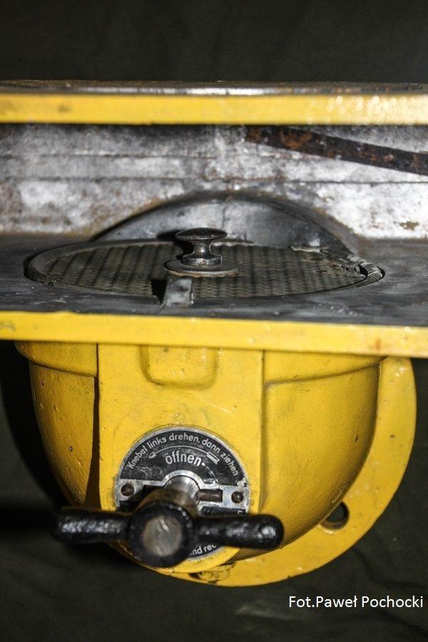 Fot. 08. Położenie filtra wstępnego. Zdjęta pokrywa i wyjęty wymienny wkład filtra VW.