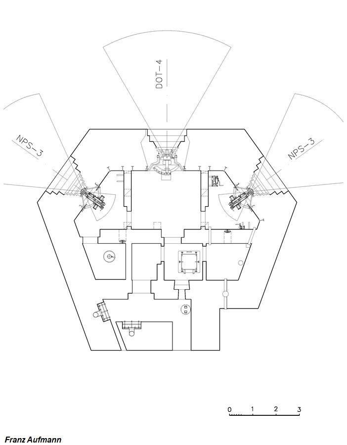 Rys. OPDOT -górna kondygnacja schronu na 45 mm armatę w centralnej izbie i dwa ckmy.