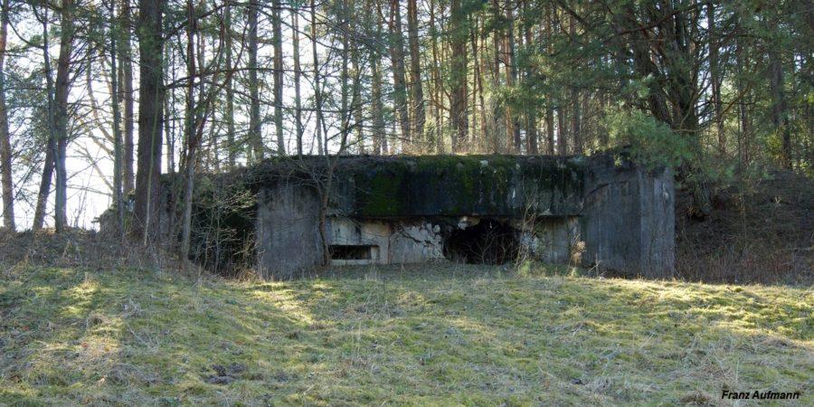 Fot. Linia Mołotowa. OPPK - jednokondygnacyjny schron do ognia bocznego na 45 mm armatę i ckm (Stara Kamienna, Grodzieński Rejon Umocniony).