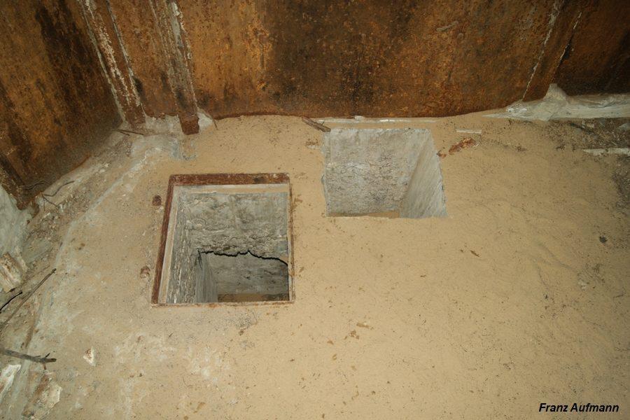 Fot. 03. Widok otworu technologicznego do osadzenia elementów zrzutni łusek i włazu do zbiornika na łuski.
